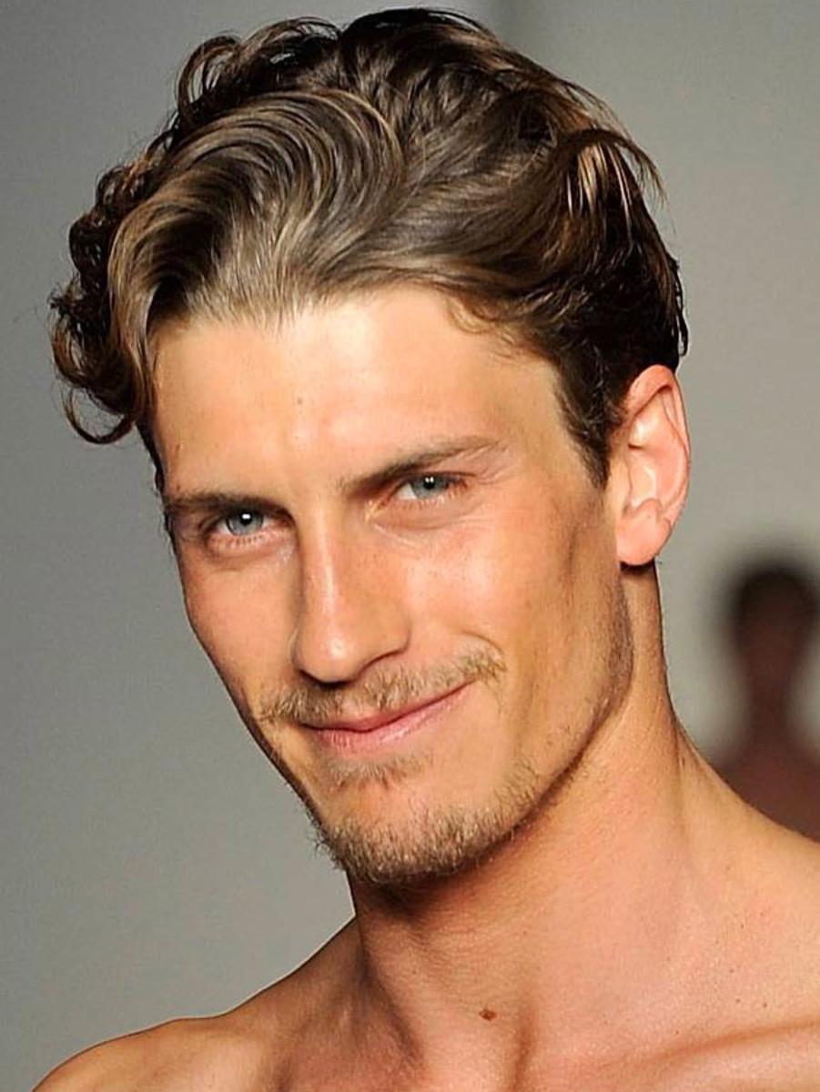 Мужские причёски со средней длиной волос фото