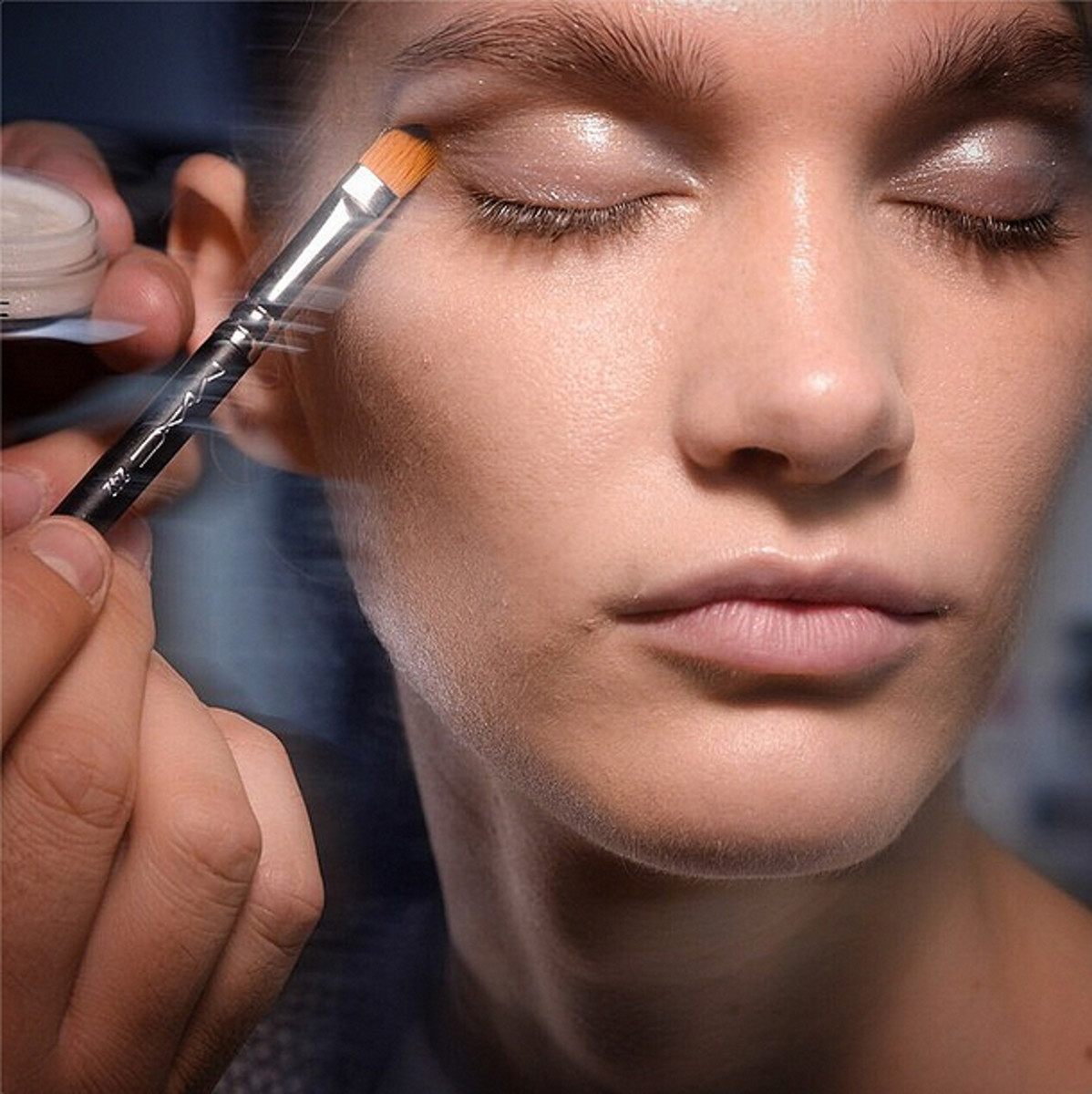 MAC Instant Artistry Toronto: Learn from Backstage Pros October 15 to 19 - Beautygeeks