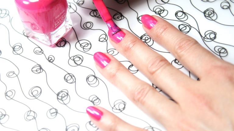 HOW TO PAINT YOUR NAILS LIKE A MANIGEEK!