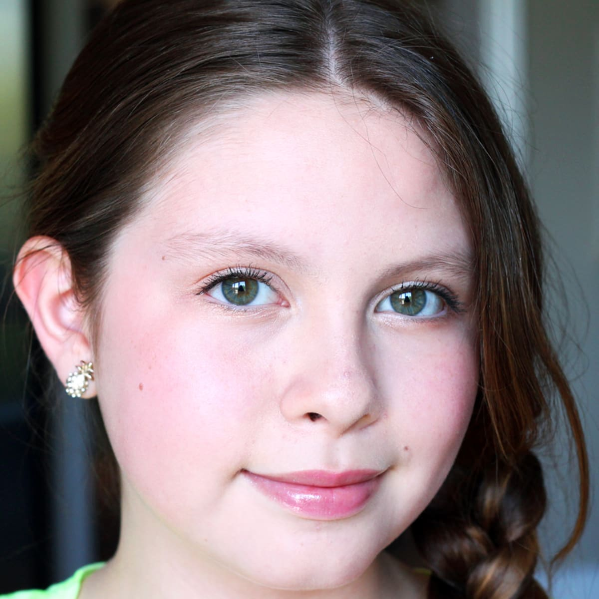 Fresh Tween Makeup: Tutorial for a 12-Year-Old - Beautygeeks