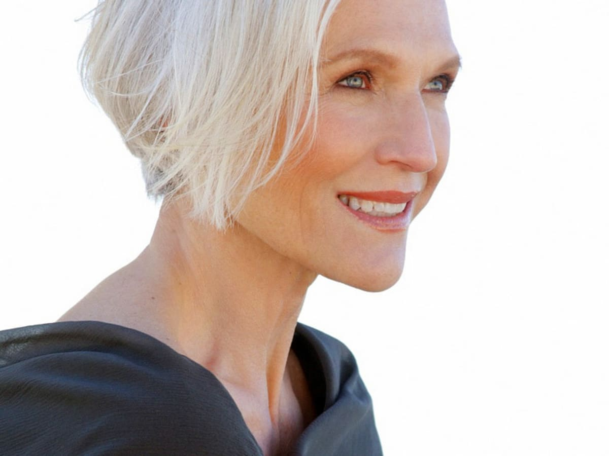 Stain Away How To De Yellow Grey Hair And Become A Silver Frizz Free Fox Beautygeeks