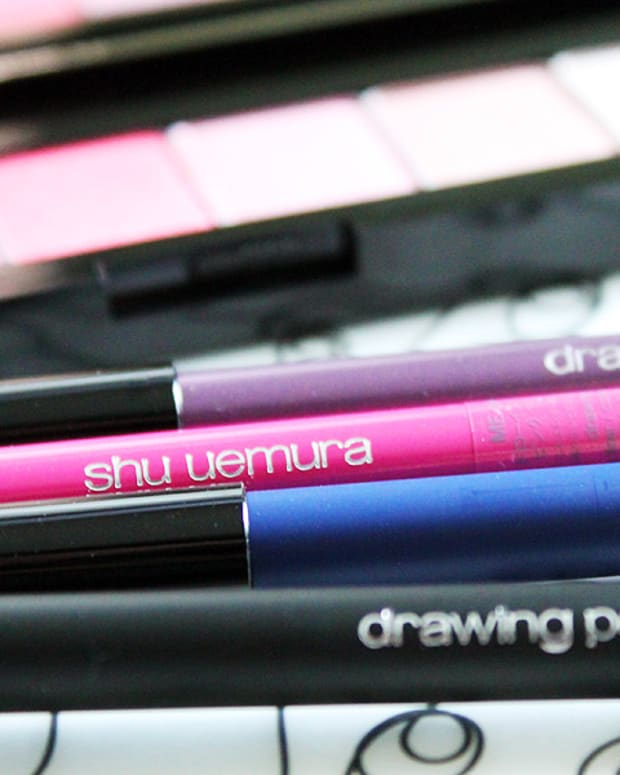 pink eyeliner_Shu Uemura drawing pencils and ready to wear pinks palette