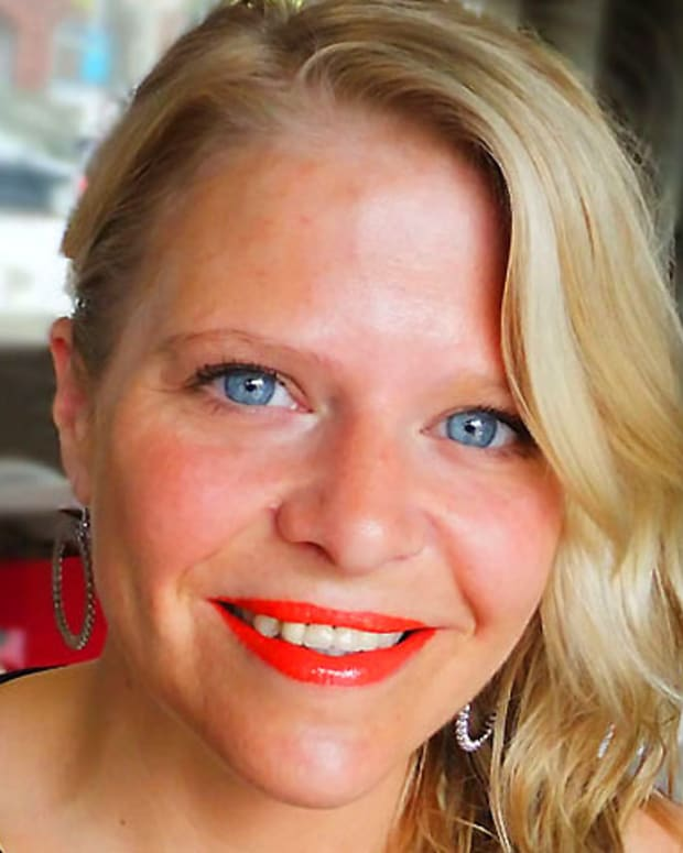 L'Oreal Paris Infallible Le Rouge lipstick in 479 Coral Seduction