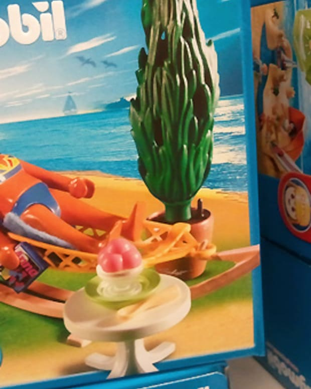 Tanned Playmobil sunbather toy_BEAUTYGEEKS_imabeautygeek.com