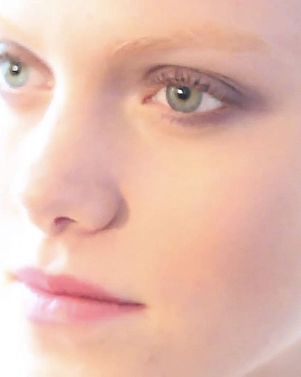 How to make eyes look larger with makeup_makeup by CHANEL artist Julie Cusson