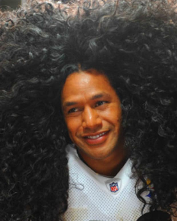 TroyPolamalu_on set of an H&S commercial