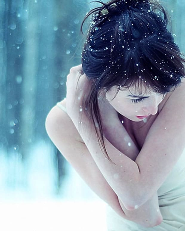 girl-brunette-snow-white-photography