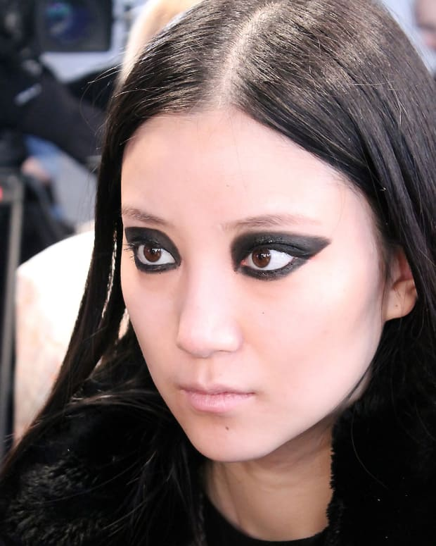 blacked-out eyes_Ishie_backstage beauty WMCFW_Vawk_makeup by Grace Lee for Maybelline