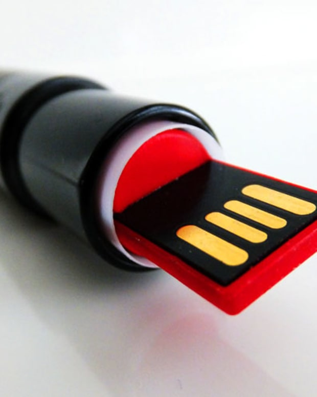 clever flash drives_lipstick usb key