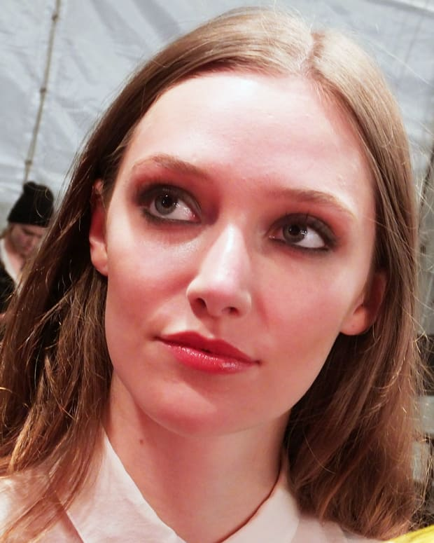 sexy grunge girl eyes at Beaufille_World Mastercard Fashion Week_Maybelline