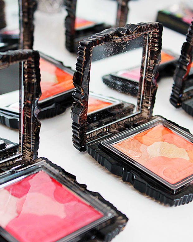 Anna Sui Fall 2014 makeup_Anna Sui Rose Cheek Color selection