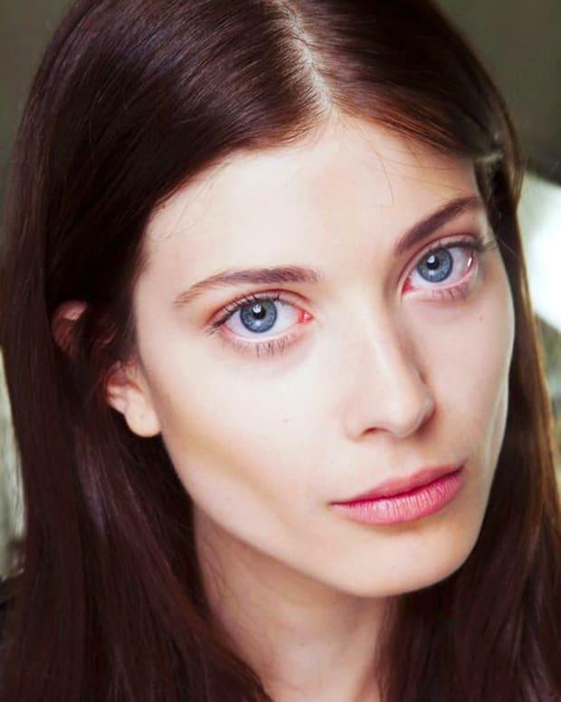 simple luminous nude makeup