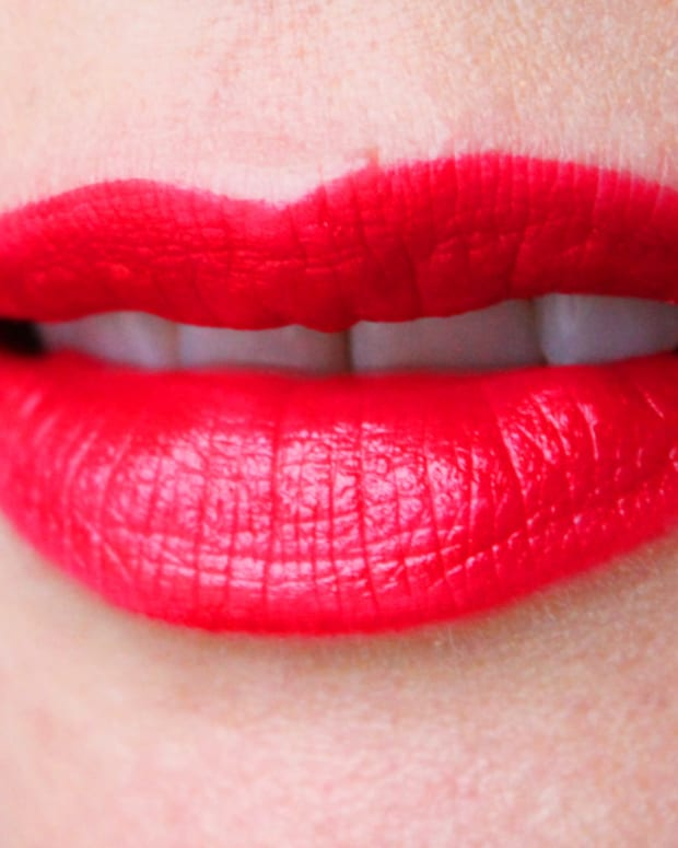 Helmut Red lipstick_swatch