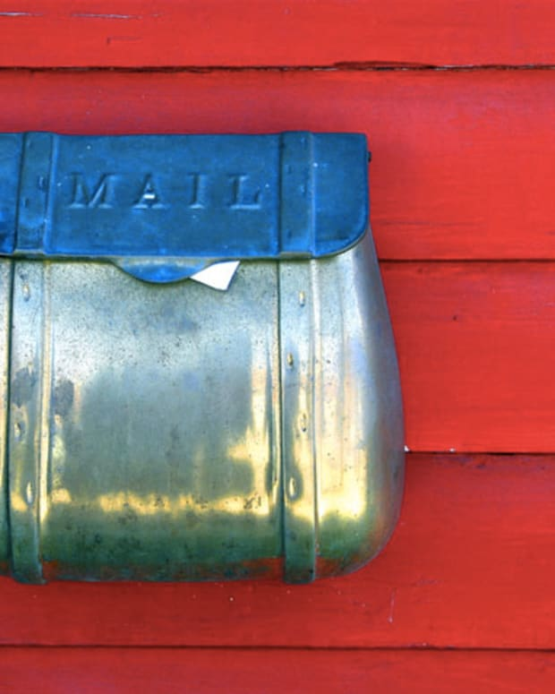 Mailbox_Red Siding