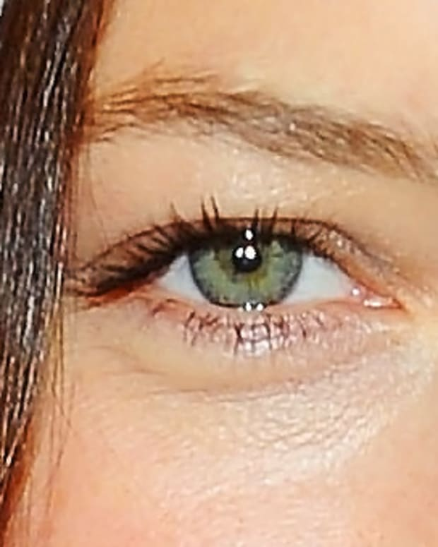 Jessica Biel green eyes coppery liner