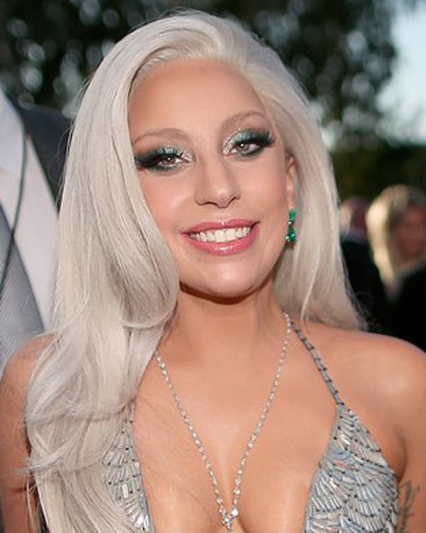 Lady Gaga's winged smoky eye makeup at the 2015 Grammys