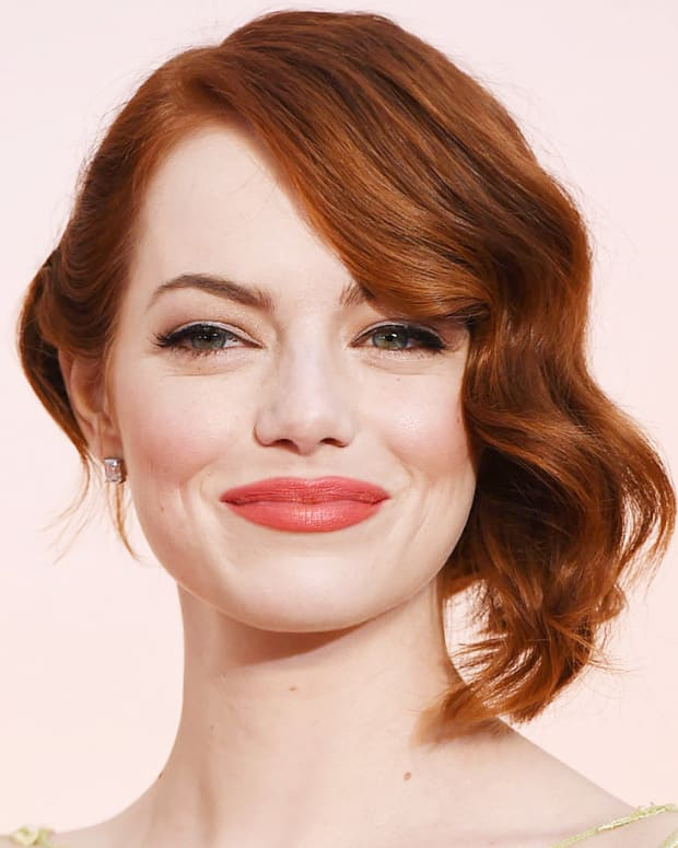Emma Stone makeup at the 2015 Academy Awards.jpg