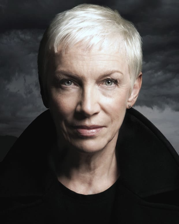 Annie Lennox Nostalgia album image_no retouching please