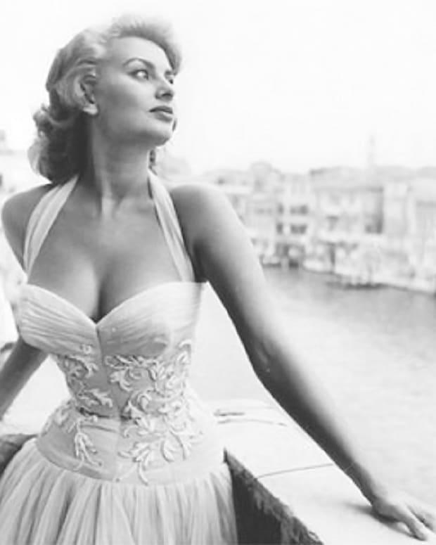 Sophia Loren_décolleté.jpg