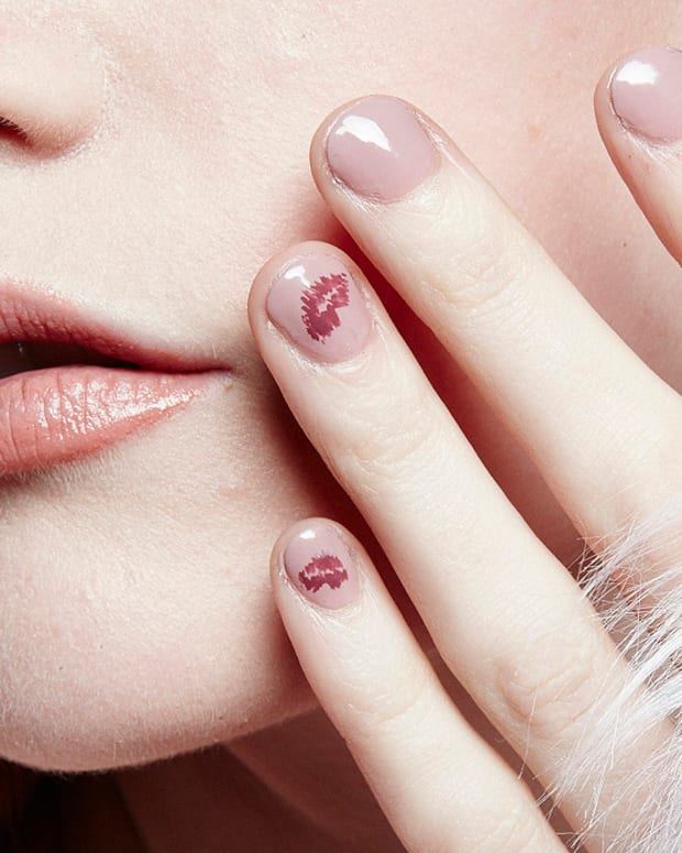 Essie lip-print mani tutorial