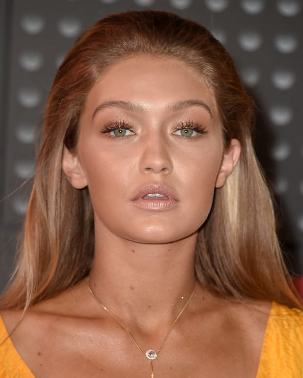 gigi hadid bronze goddess 2015 mtv video music awards