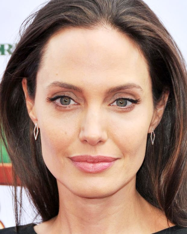 Angelina Jolie Guerlain_at premiere of kung fu panda 3