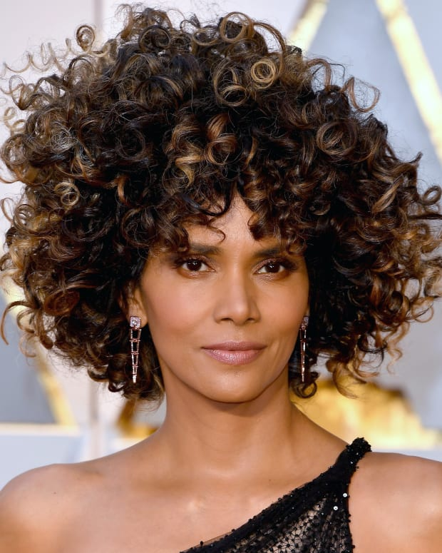 Halle Berry_Oscars 2017 beauty_promo card