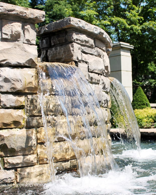best facial mists for summer_casa loma fountain