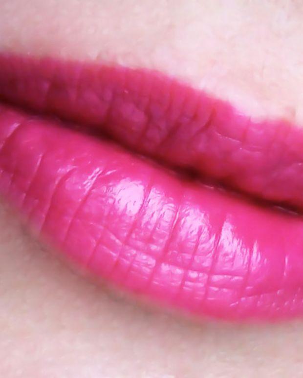 Estee Lauder Pure Color Long Lasting Lipstick in Wild Violet