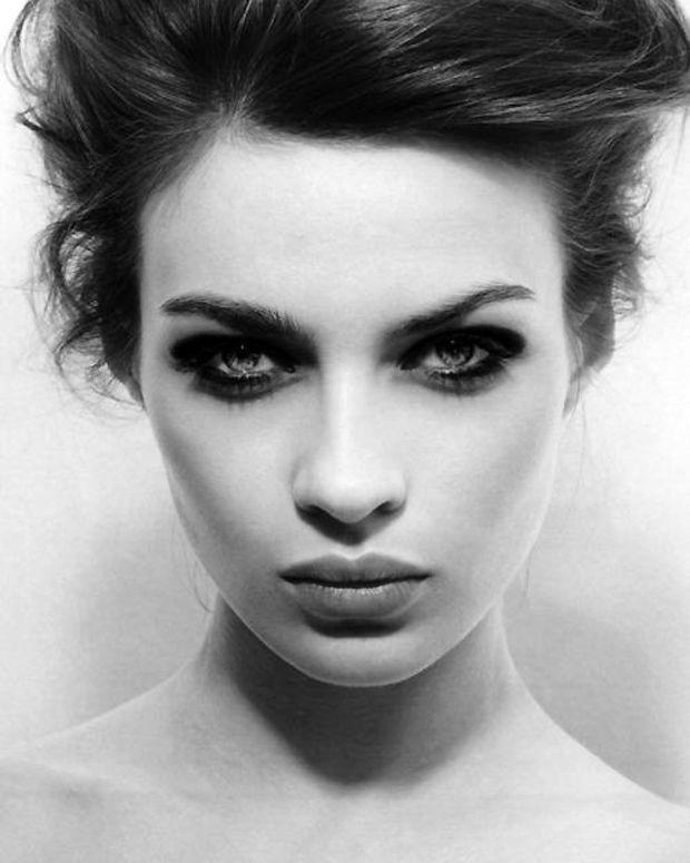 eye liner or smoky eyes