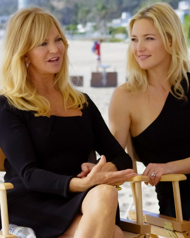 20121015_Almay_Goldie-Hawn-Kate-Hudson-on-set-for-Almay_Mothers-Day.jpg