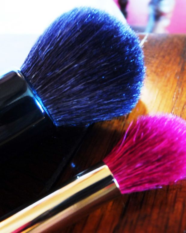 A small powder brush_pink