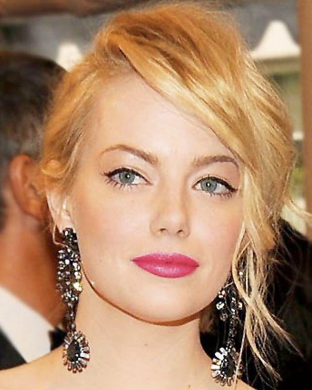 Emma Stone in Nars Pure Matte Lipstick in Carthage