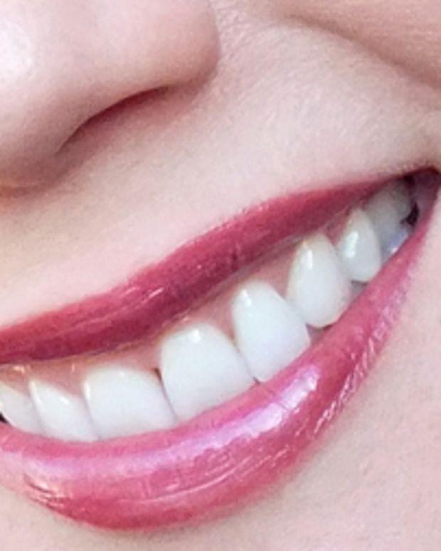 Avon Ultra Color Rich Mega Impact Lipstick SPF 15