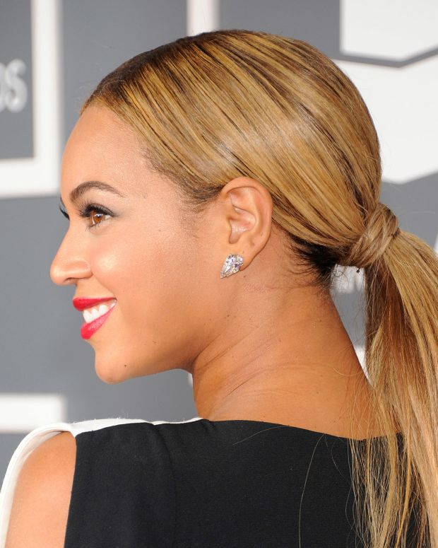 how to smooth bumps out of your hair_Beyonce low ponytail