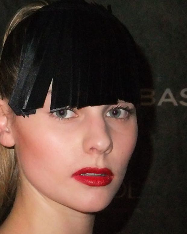 Ribbon bangs_Victoire_Montreal Fashion Week_Tavan & Mitto