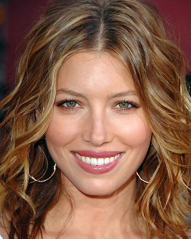 Jessica Biel Signs With Revlon