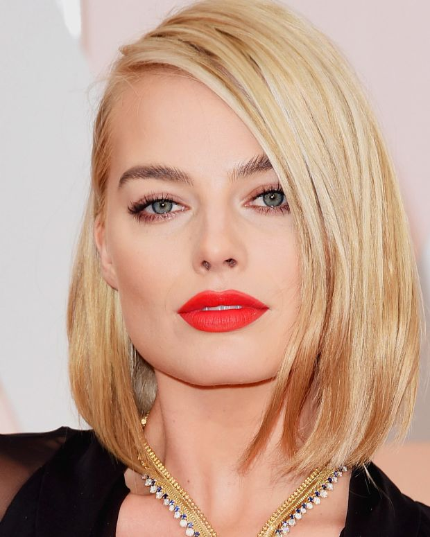 Margot Robbie wins the Oscars 2015 red carpet with that matte orange-red lip