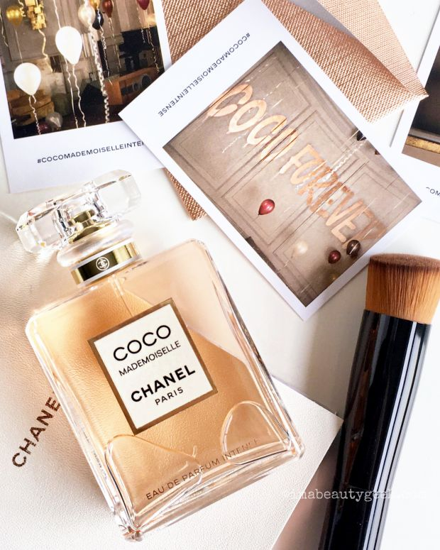 Chanel Coco Mademoiselle Eau de Parfum Intense flatlay