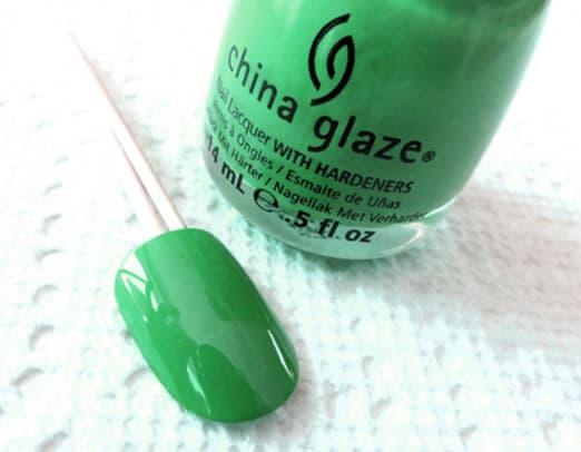 1_St.-Patricks-Day-manicure_base_China-Glaze_Four-Leaf-Clover