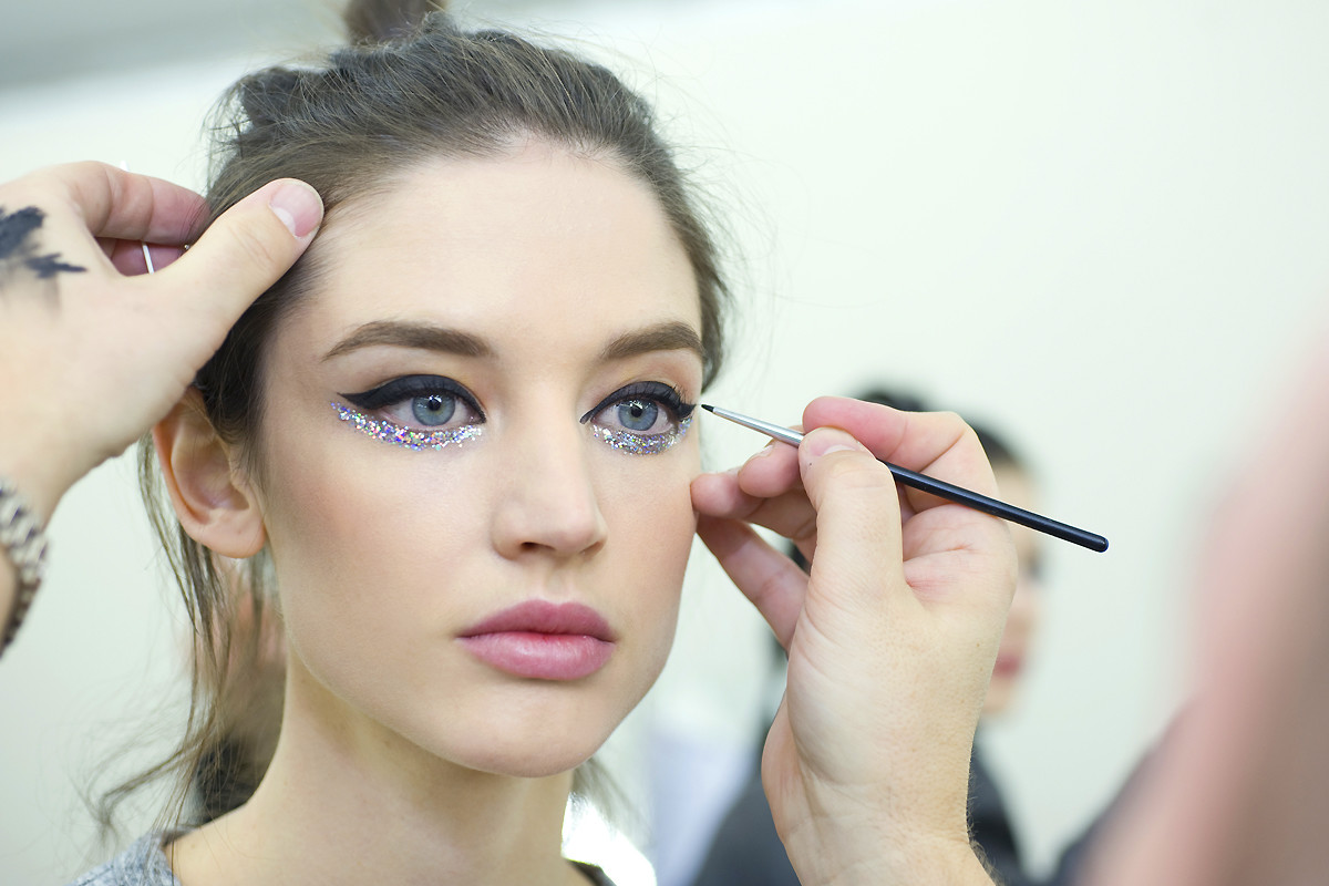 Chanel sequin eyes_Chanel Spring Summer Haute Couture makeup_backstage_application
