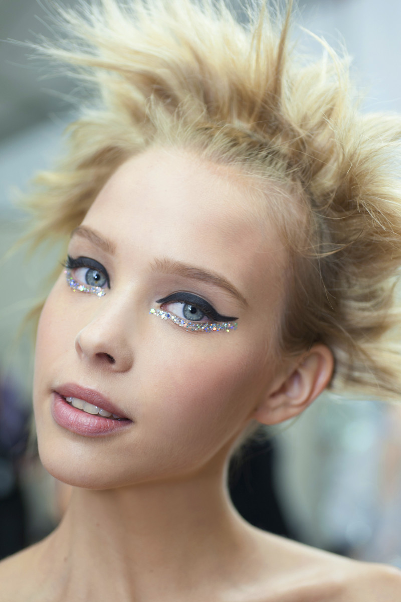 Chanel sequin eyes_Chanel Spring Summer 2014 Haute Couture_makeup_blonde model
