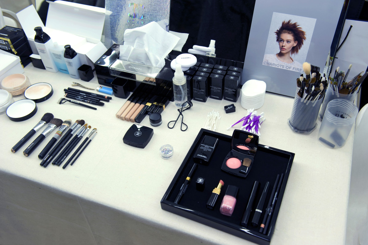 Chanel sequin eyes_Chanel Spring Summer 2014 Haute Couture makeup_backstage table