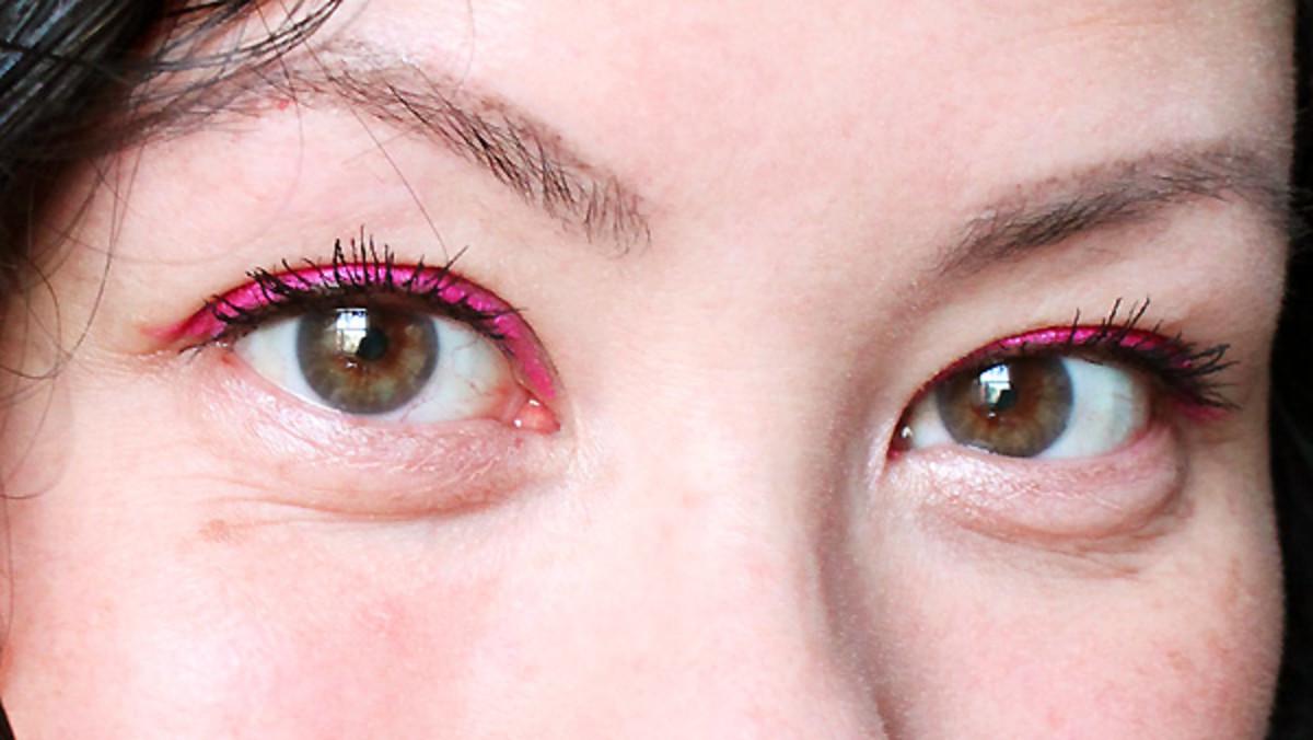 how to wear pink eyeliner_shu uemura drawing pencil in ME Pink_crop