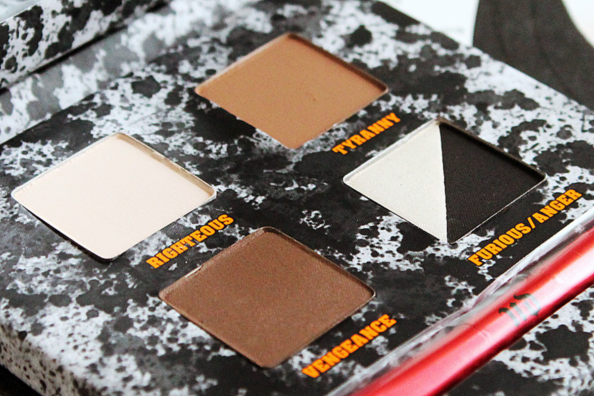 Urban Decay Pulp Fiction_eyeshadow palette closeup