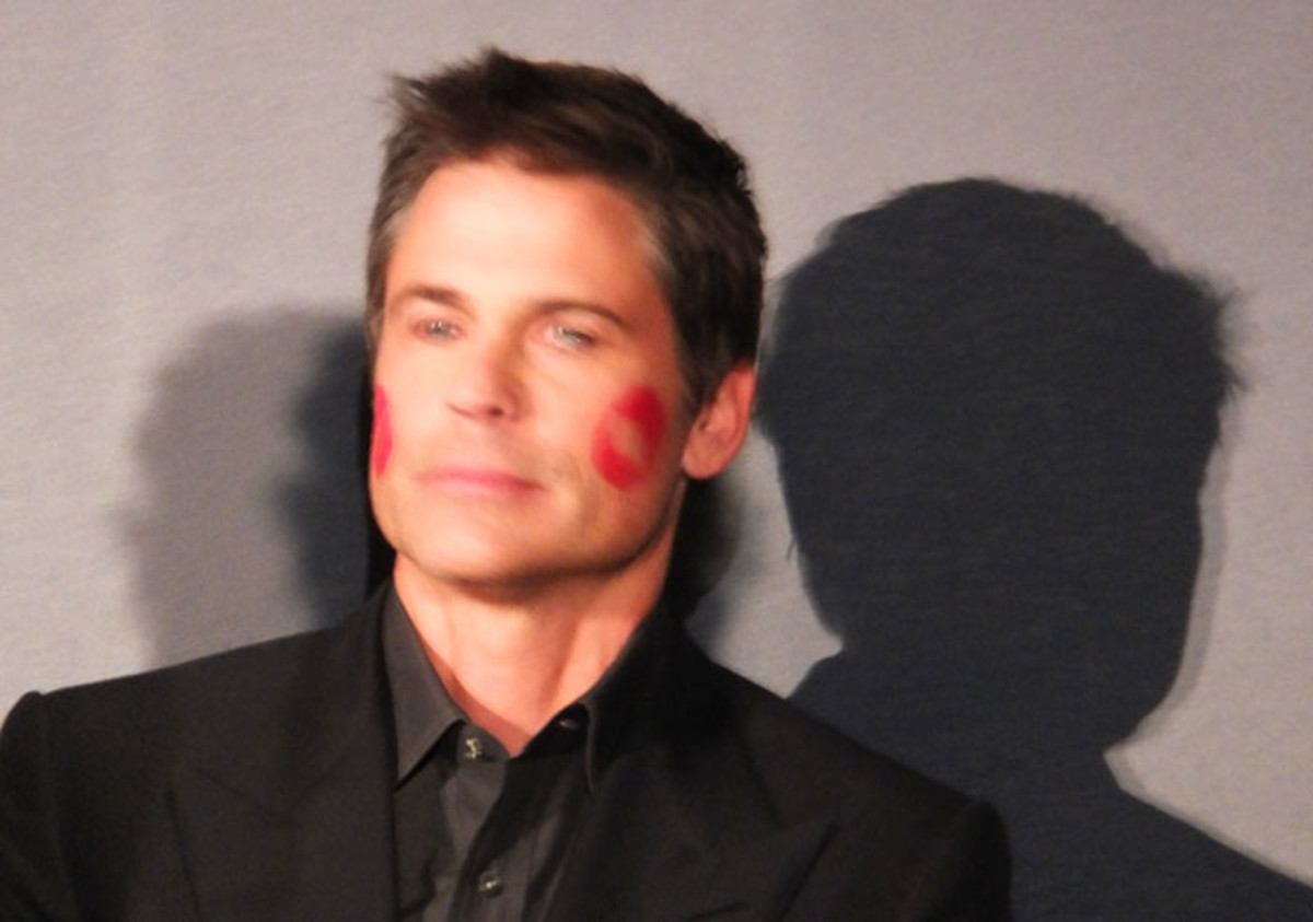 Rob Lowe hosted the P&G Beauty & Grooming Awards in Toronto in Front Row Red for a minute