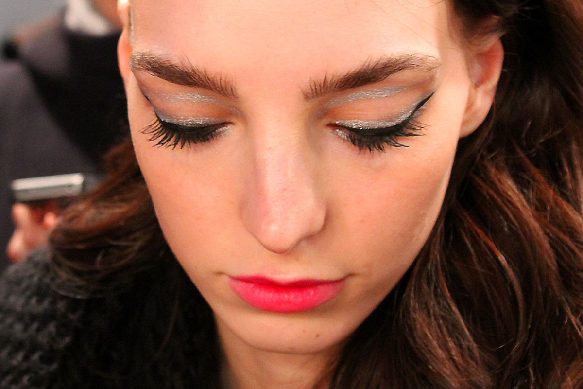 silver and black liner_Dajana_backstage beauty_Line knitwear at wmcfw_makeup by Grace Lee for Maybelline
