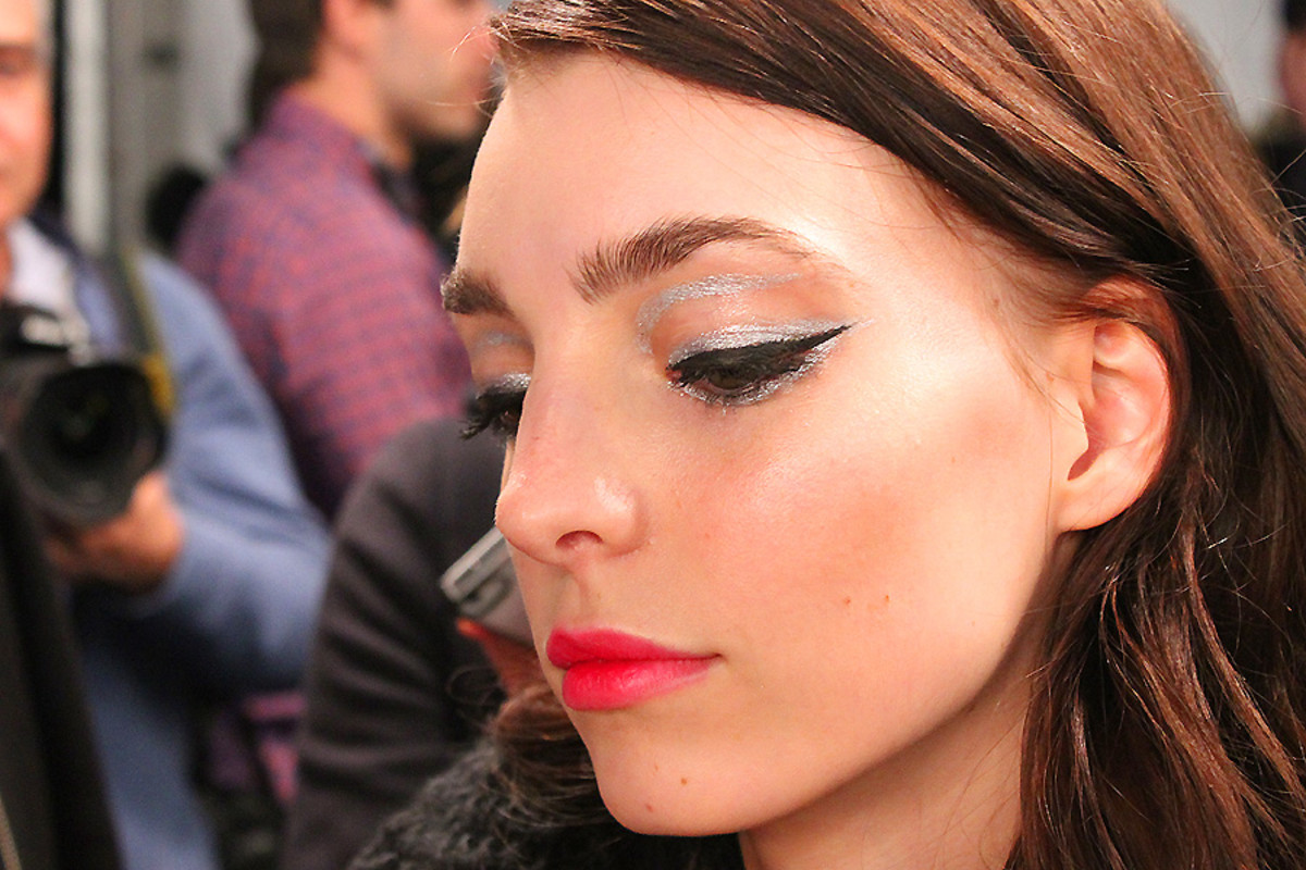 silver and black liner_Dajana_backstage beauty_Line_wmcfw_makeup Grace Lee maybelline
