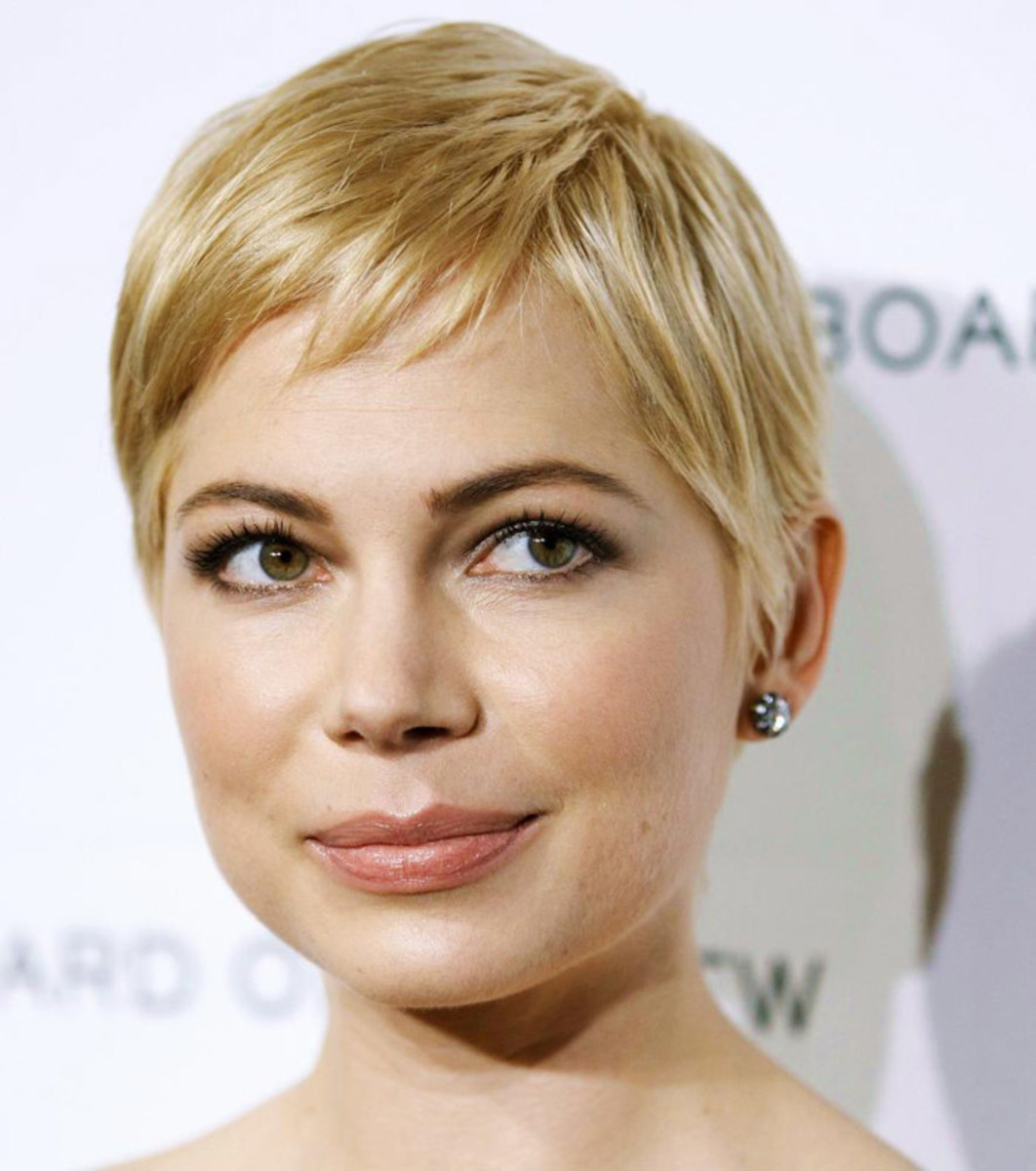 Brow bleaching: Michelle Williams brows are darker, but have a slight blonde tone, too. See it?