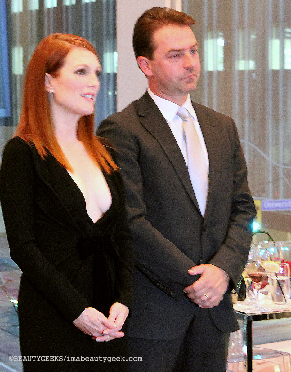 Julianne Moore TIFF 2014 L'Oreal Paris_with Frank Kollmar President of LOreal Canada
